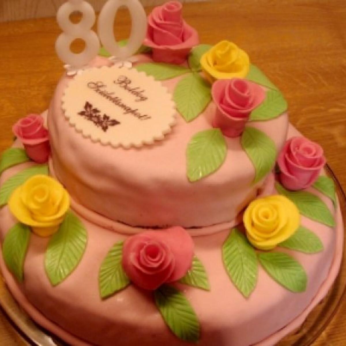 Szülinapi emeletes torta