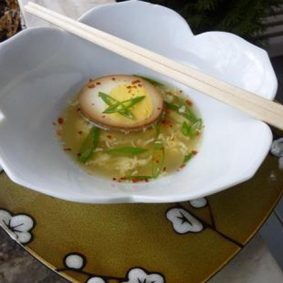 Ezen a képen: Kínai tojásleves ahogy witch készíti