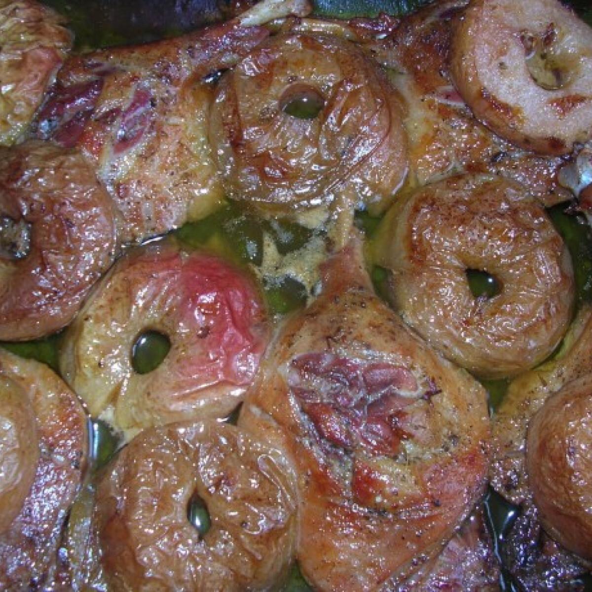 Ezen a képen: Majorannás sült kacsacomb almával