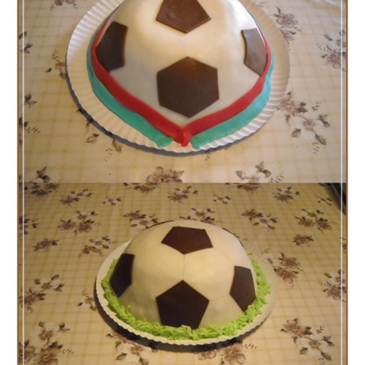 Ezen a képen: Focilabda torta Nikóka konyhájából