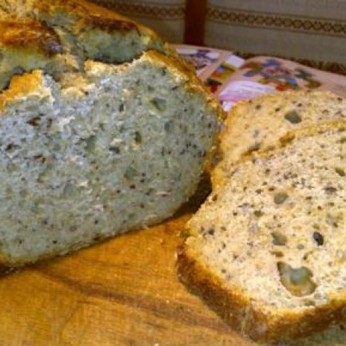 Ezen a képen: Kovászos kenyér lenmaggal és rozsliszttel