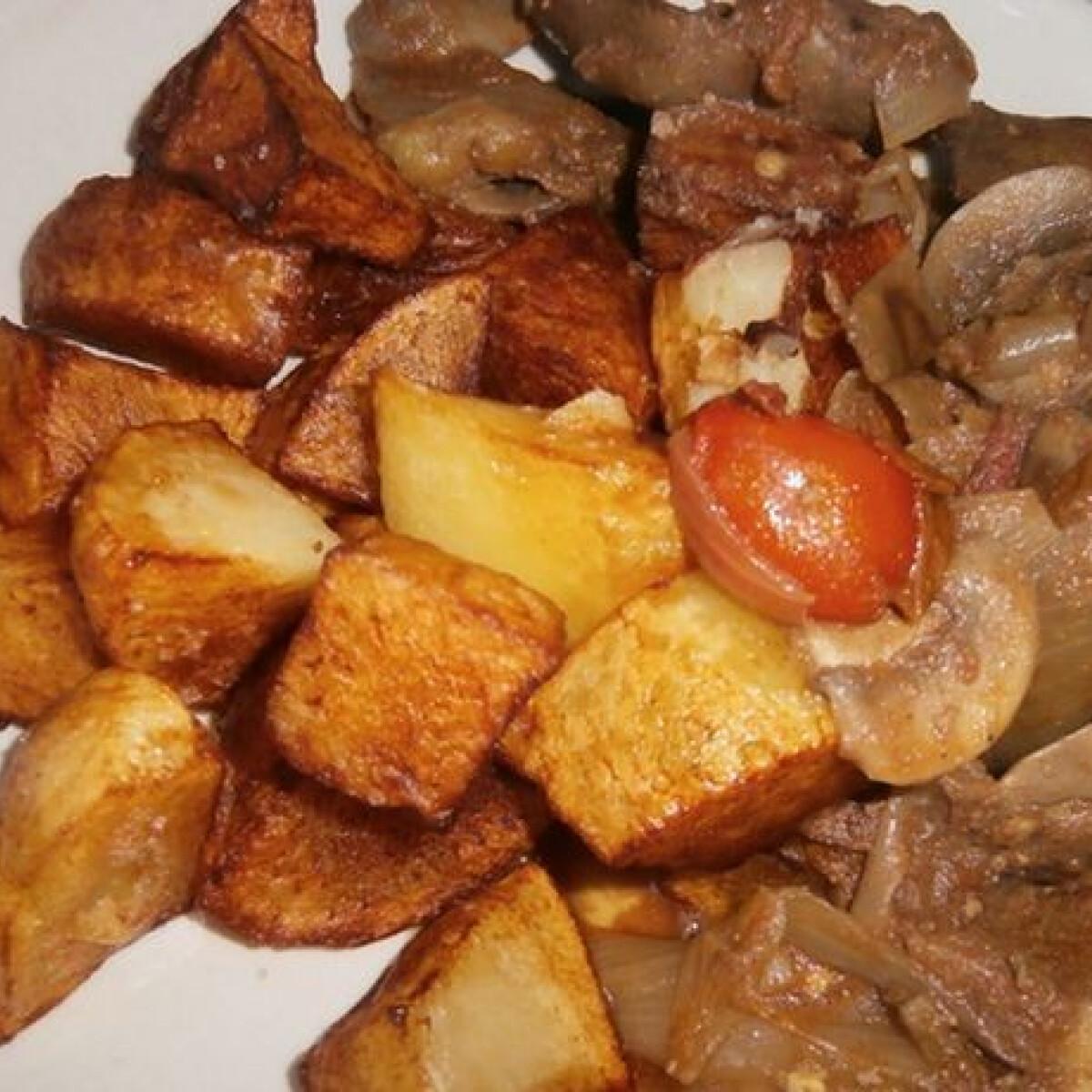 Ezen a képen: Gombás csirkemáj sült burgonyával
