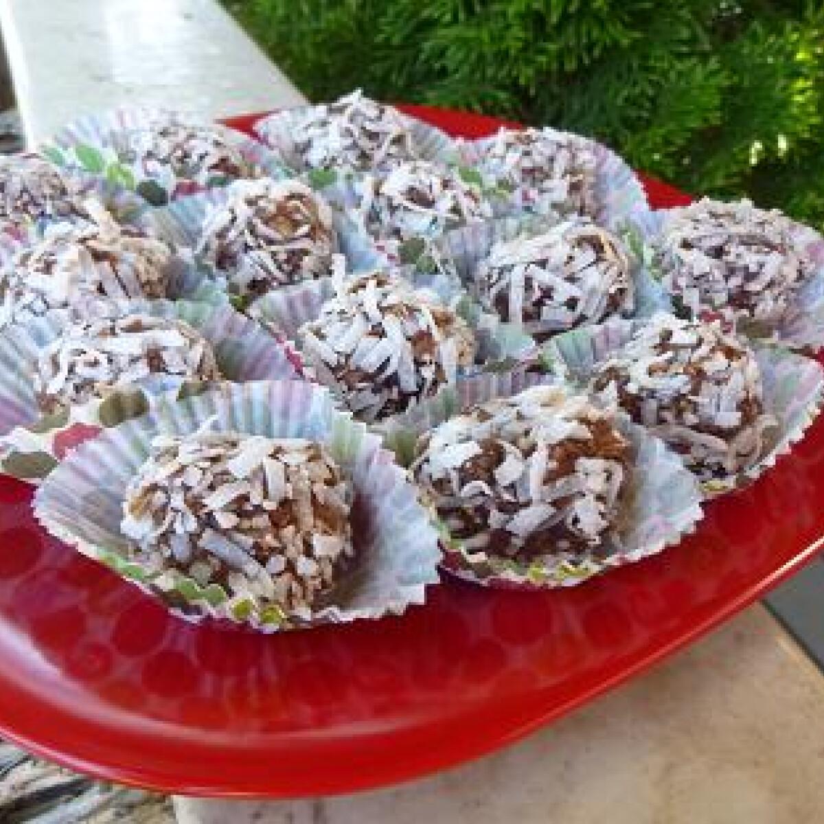Ezen a képen: Krumplis kókuszgolyó