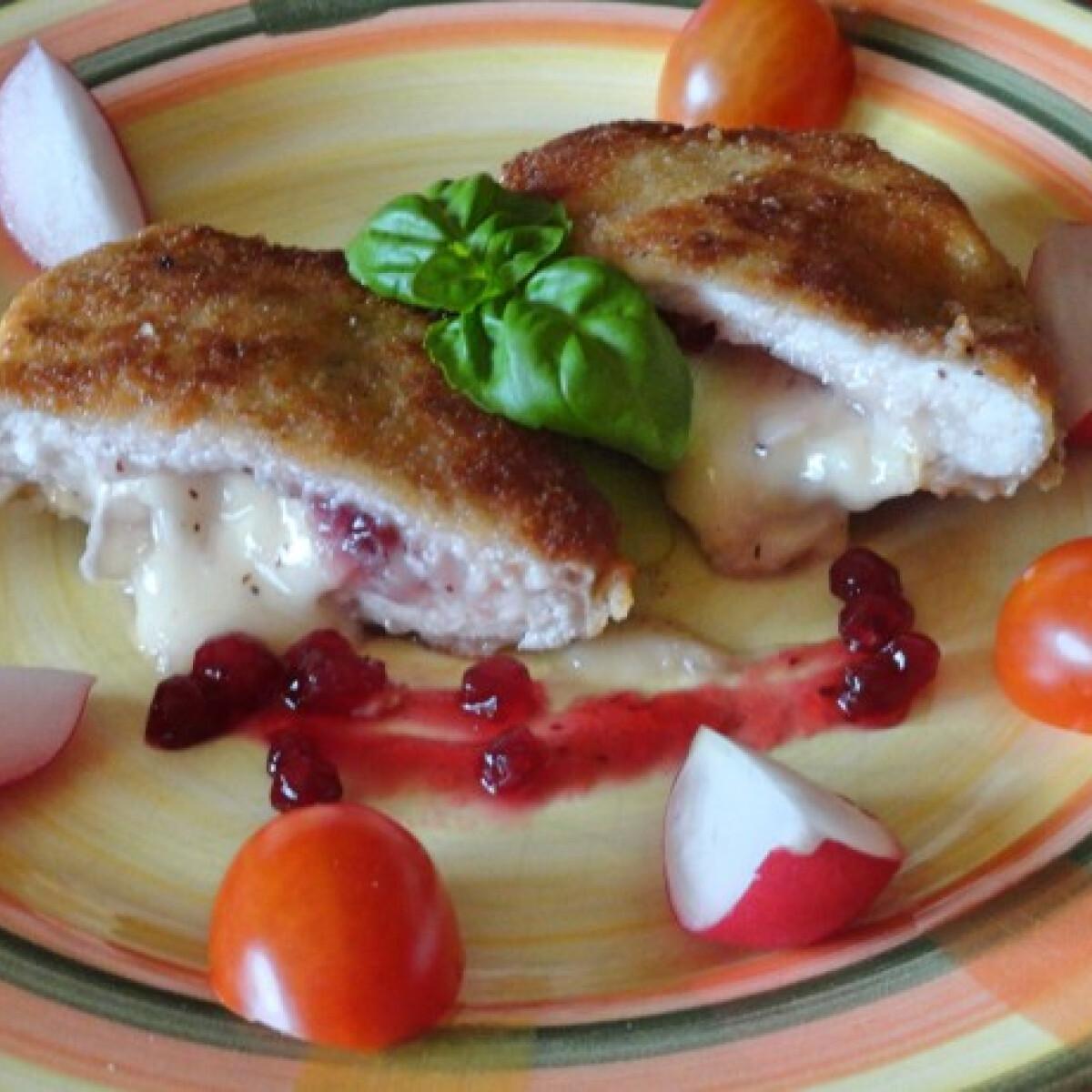Ezen a képen: Camembert-rel és áfonyával töltött sertésszelet