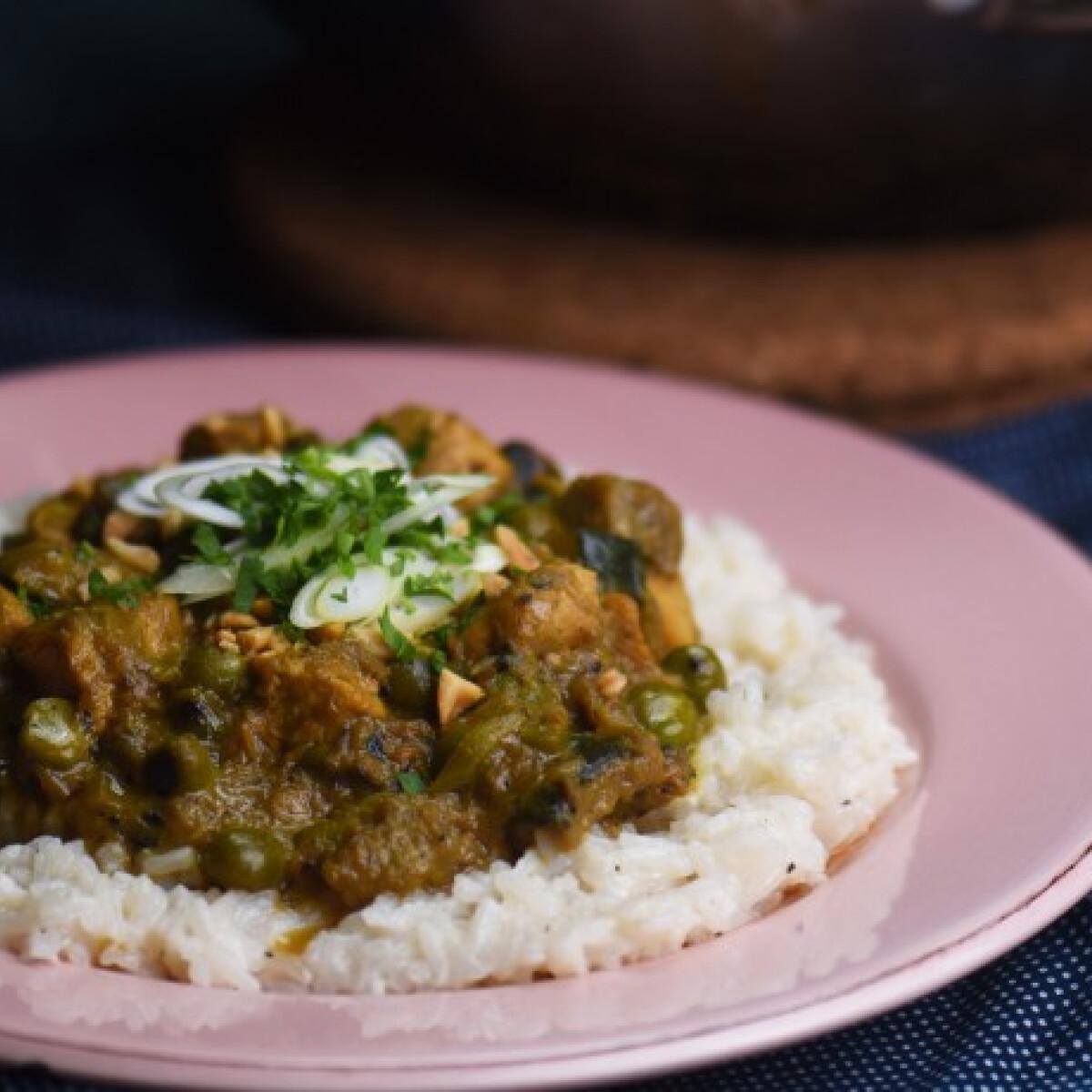 Ezen a képen: Csirkés curry nyári zöldségekkel és basmati rizzsel