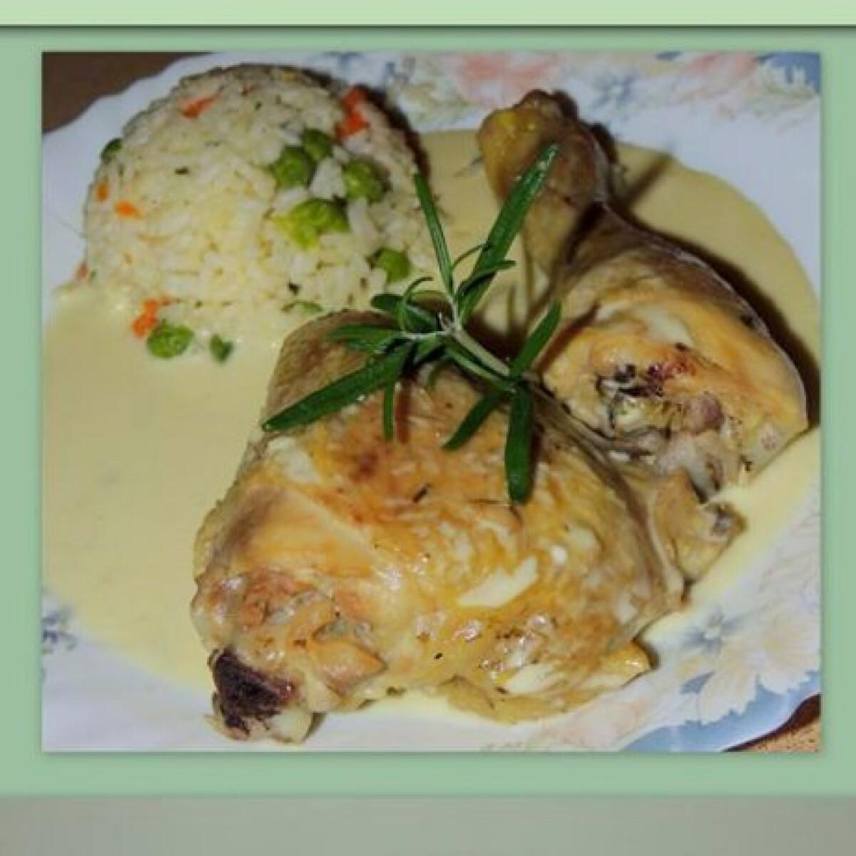 Rozmaringos-fehérboros csirke zöldséges rizzsel