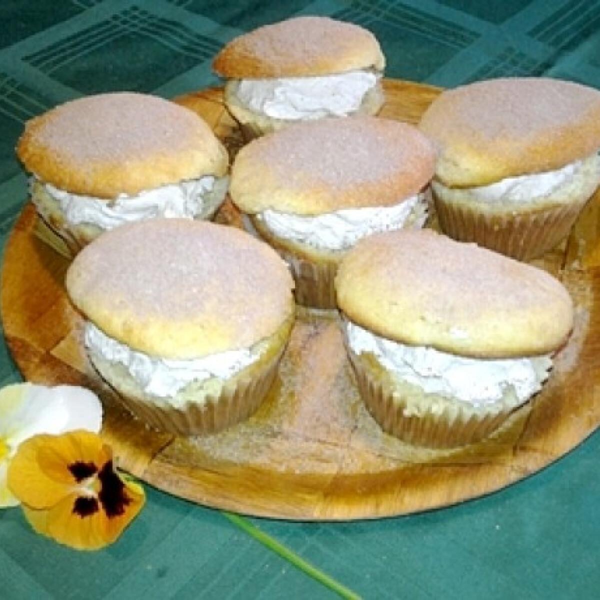 Ezen a képen: Kalapos muffin csokoládéhabbal