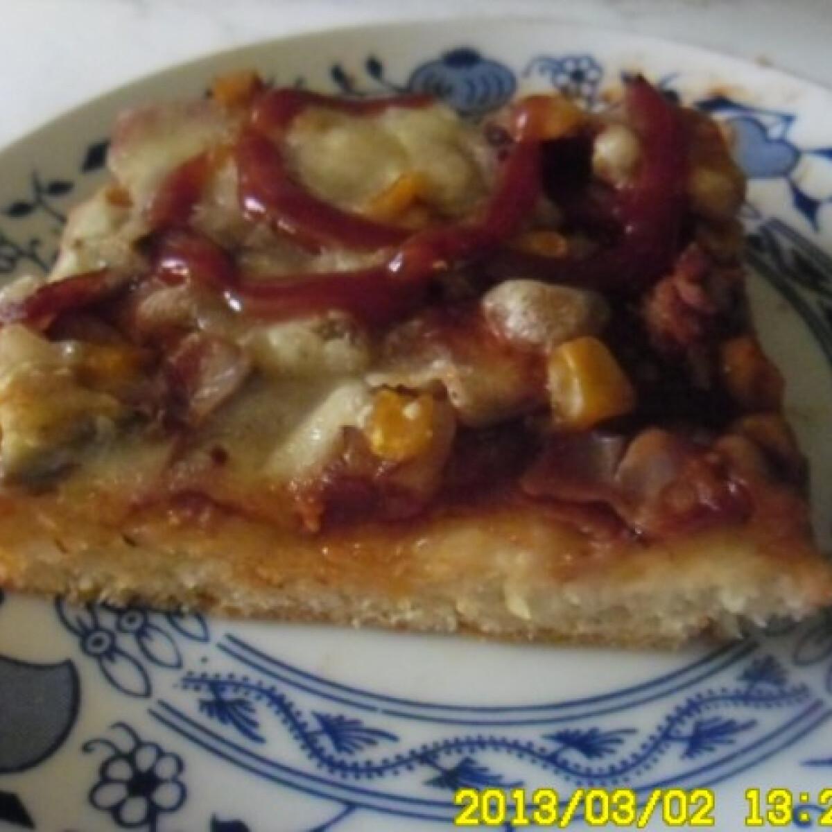 Ezen a képen: Gyors pizza sonkával és banánnal