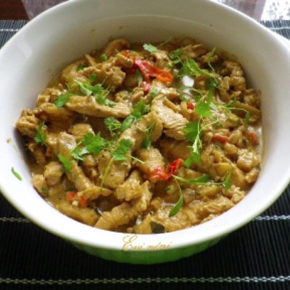Ezen a képen: Thai zöld currys csirke