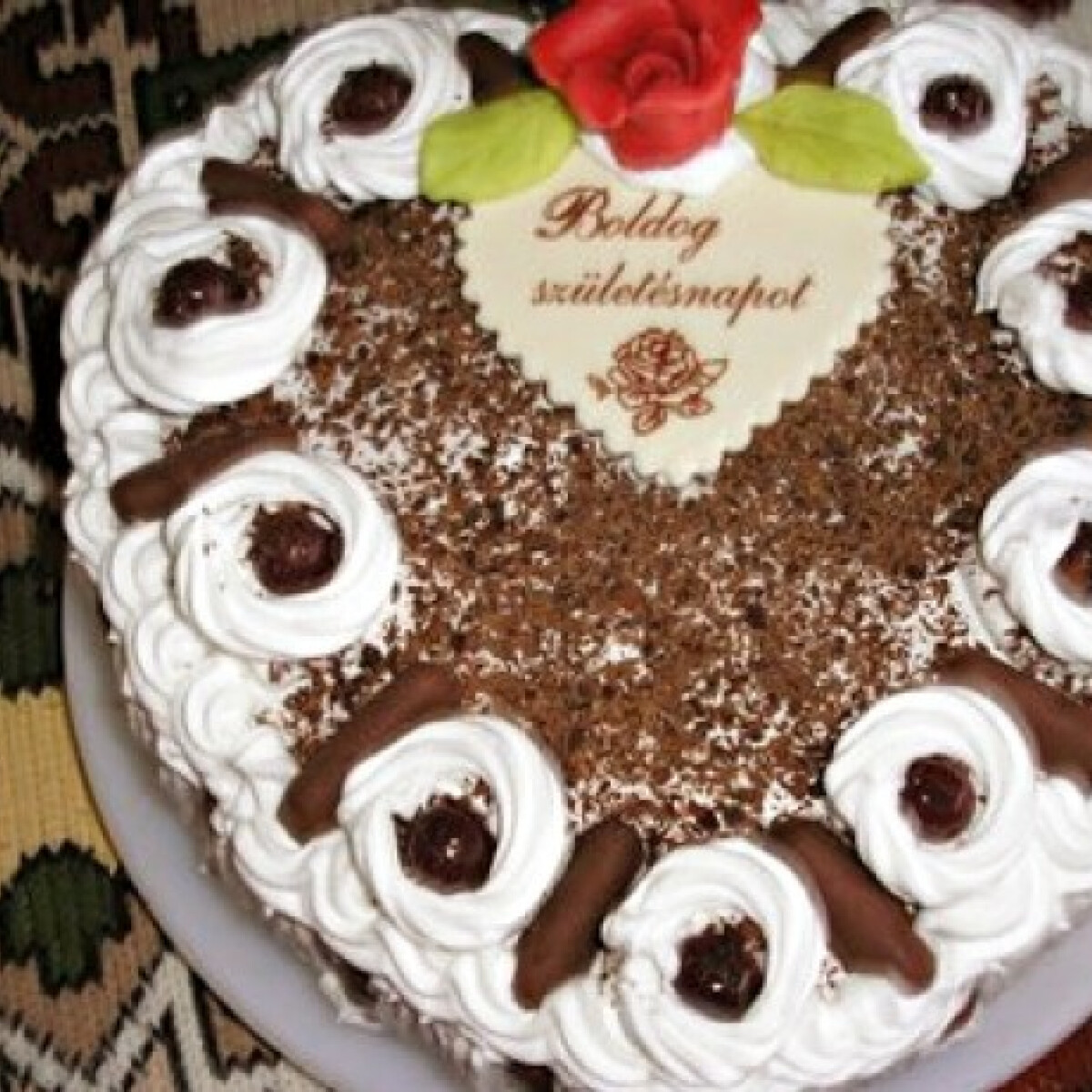 Ezen a képen: Feketeerdő-torta Zsuzsamamától