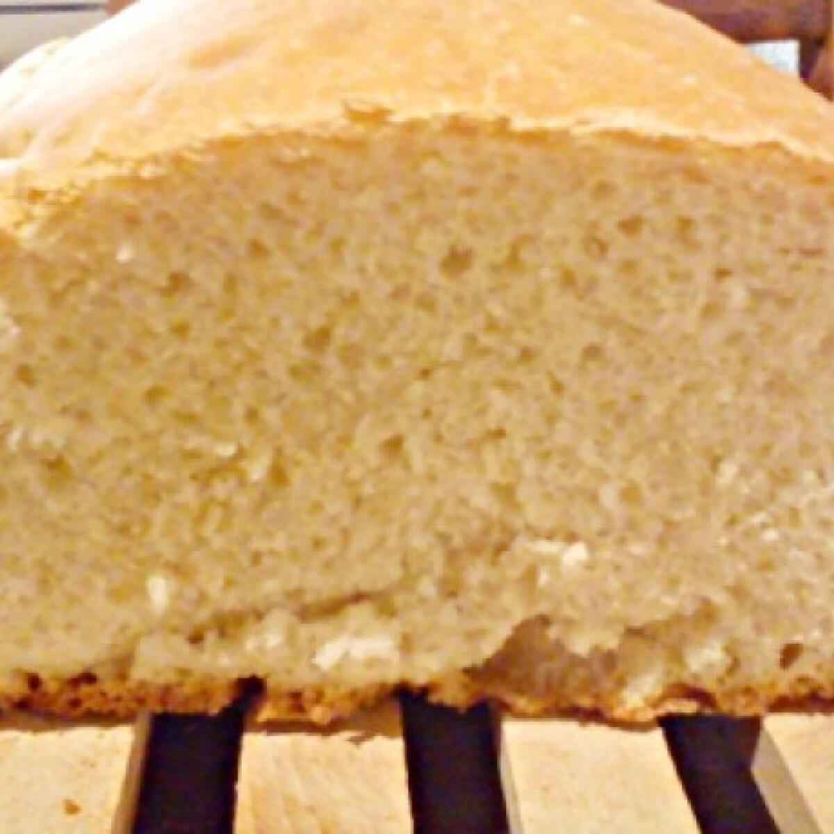 Kenyérsütőgépben készült fehér kenyér