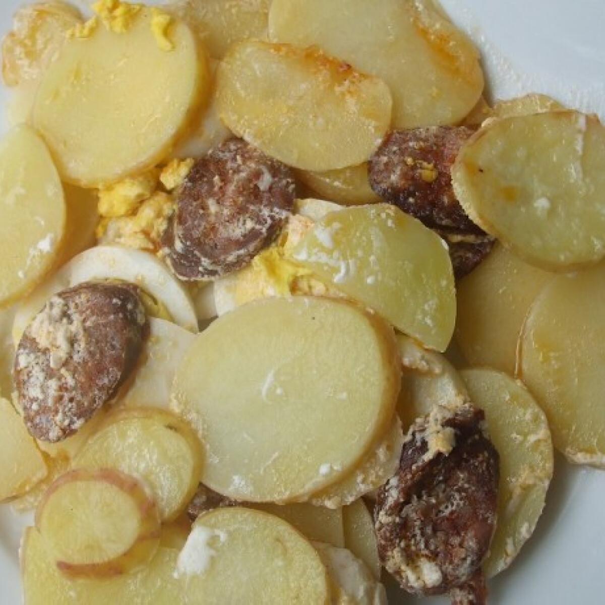 Ezen a képen: Rakott újkrumpli
