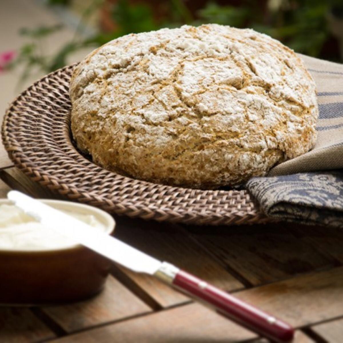 Ezen a képen: Írós kenyér Cook konyhájából