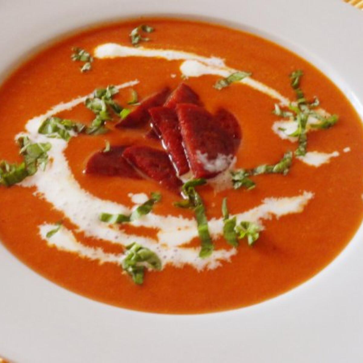 Ezen a képen: Chorizos paradicsomkrémleves