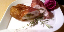 Gorgonzolás csirkemell mandulás bundában