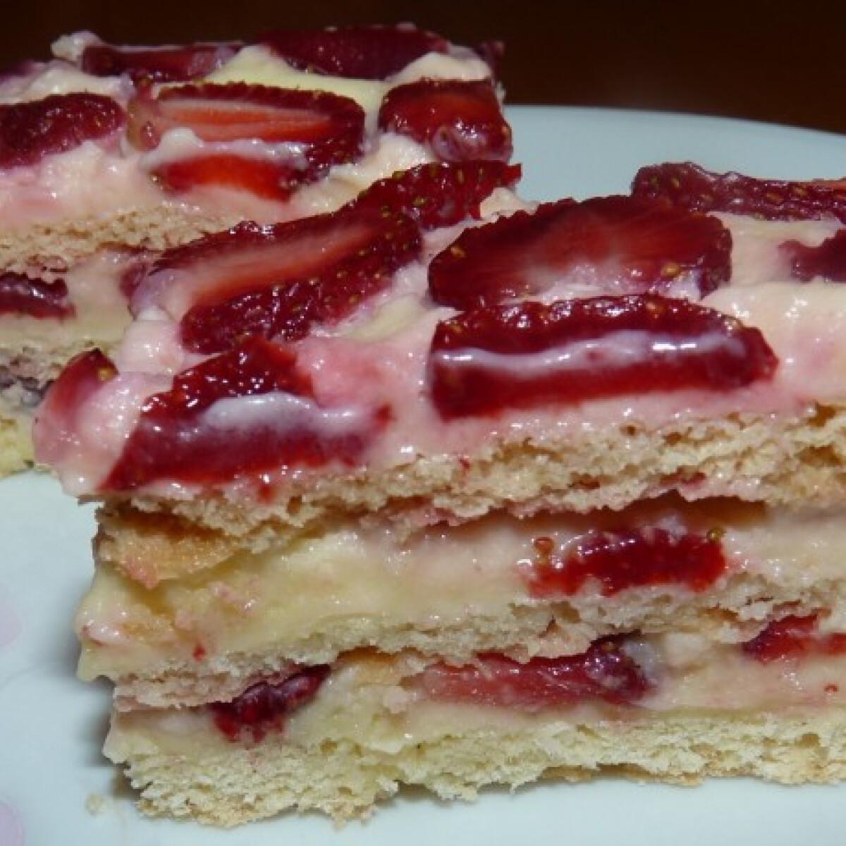 Ezen a képen: Epres-krémes sütemény Jenei Ágitól