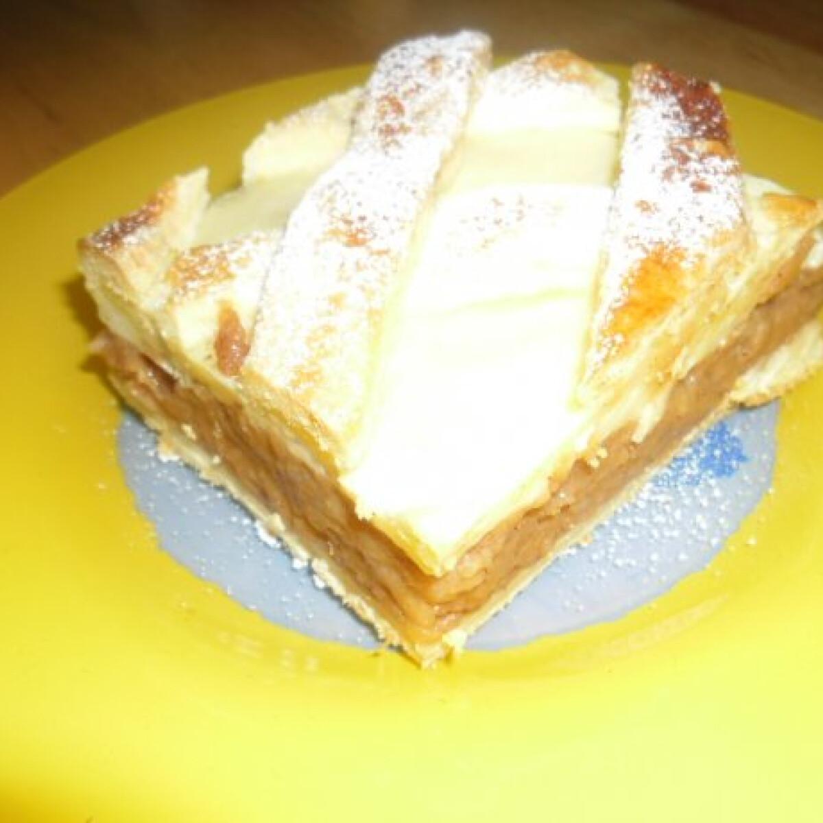 Ezen a képen: Pudingos-almás pite helena konyhájából