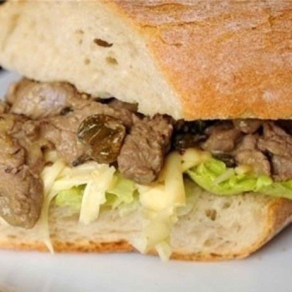 Ezen a képen: Ínyenc marhahúsos szendvics