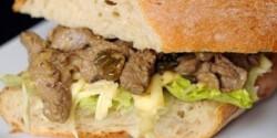 Ínyenc marhahúsos szendvics