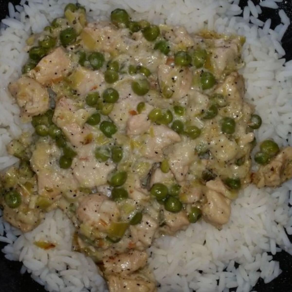 Ezen a képen: Pórés-borsós csirkeragu