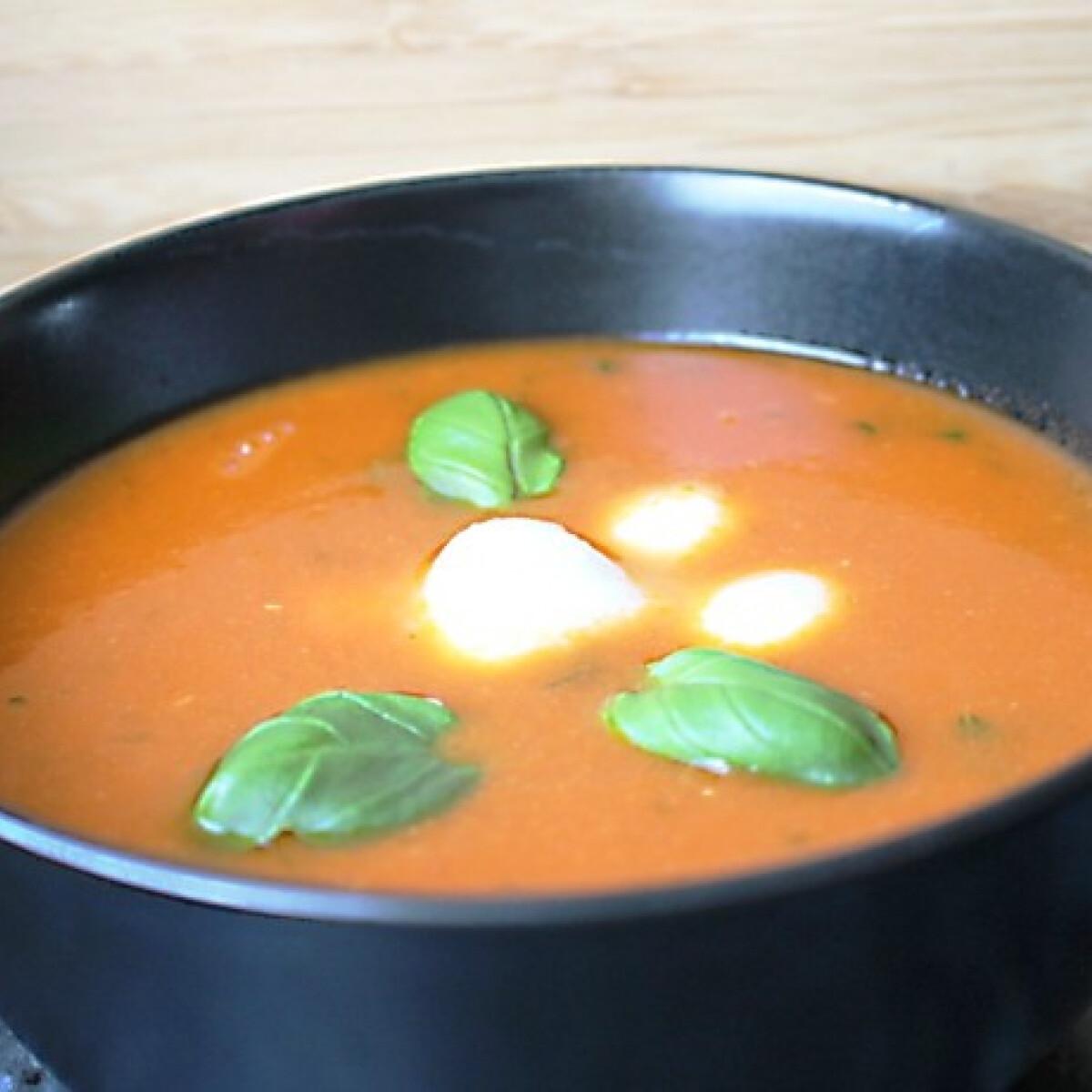 Ezen a képen: Toscan paradicsomleves mozzarellával Audrey-tól