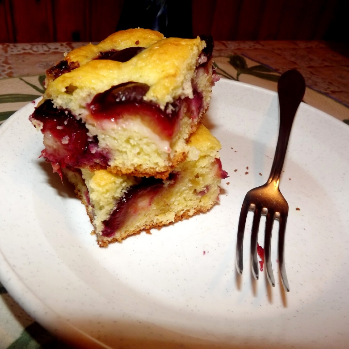 Ezen a képen: Poharas joghurtos-szilvás süti
