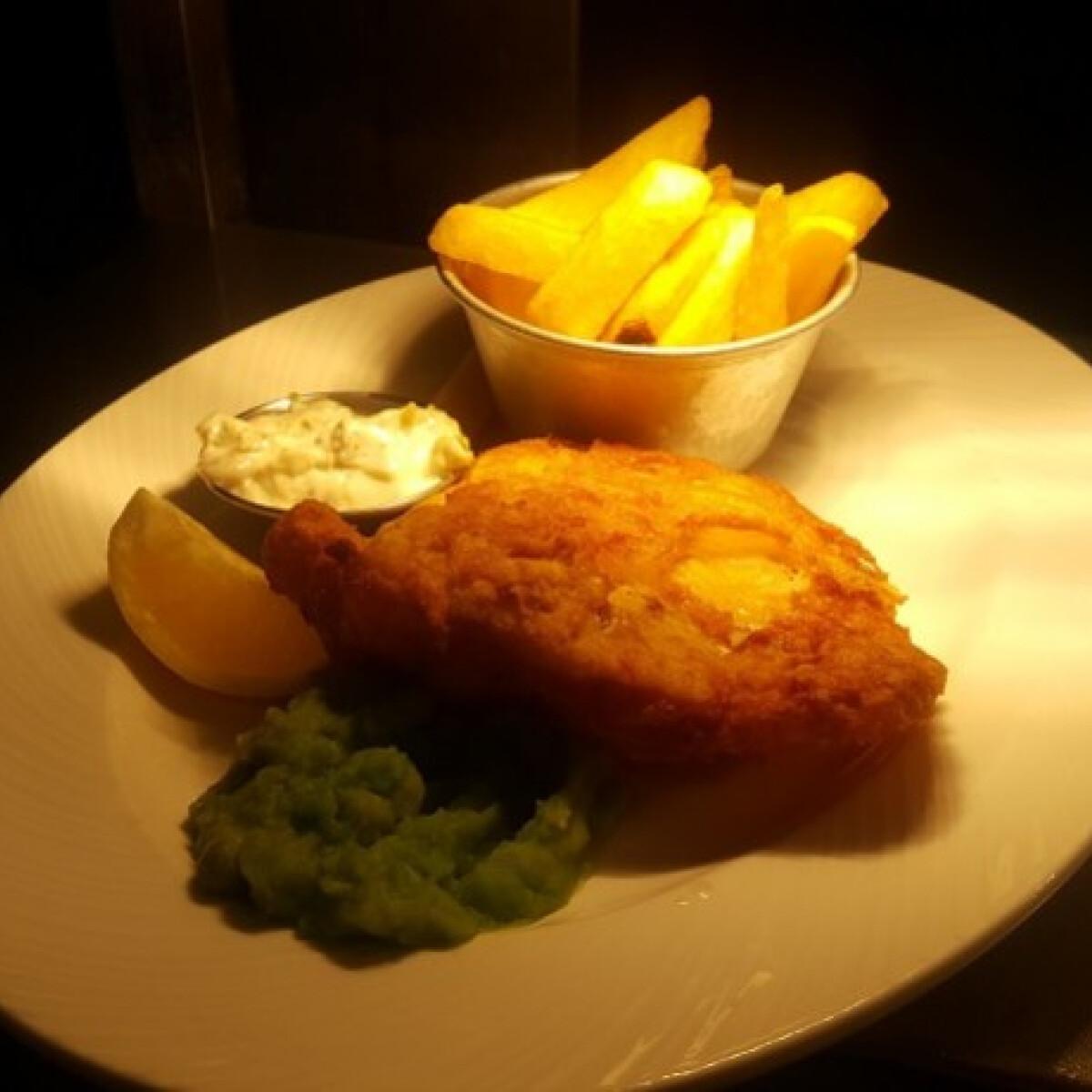 Ezen a képen: Fish and chips angol tartárszósszal és borsópürével