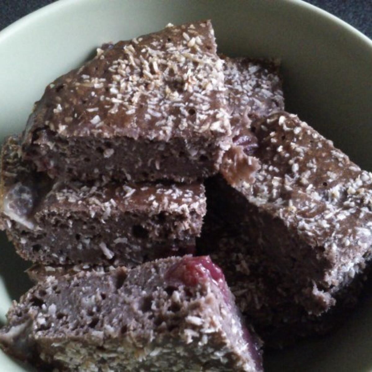 Ezen a képen: Csokis kókuszos fehérjés süti