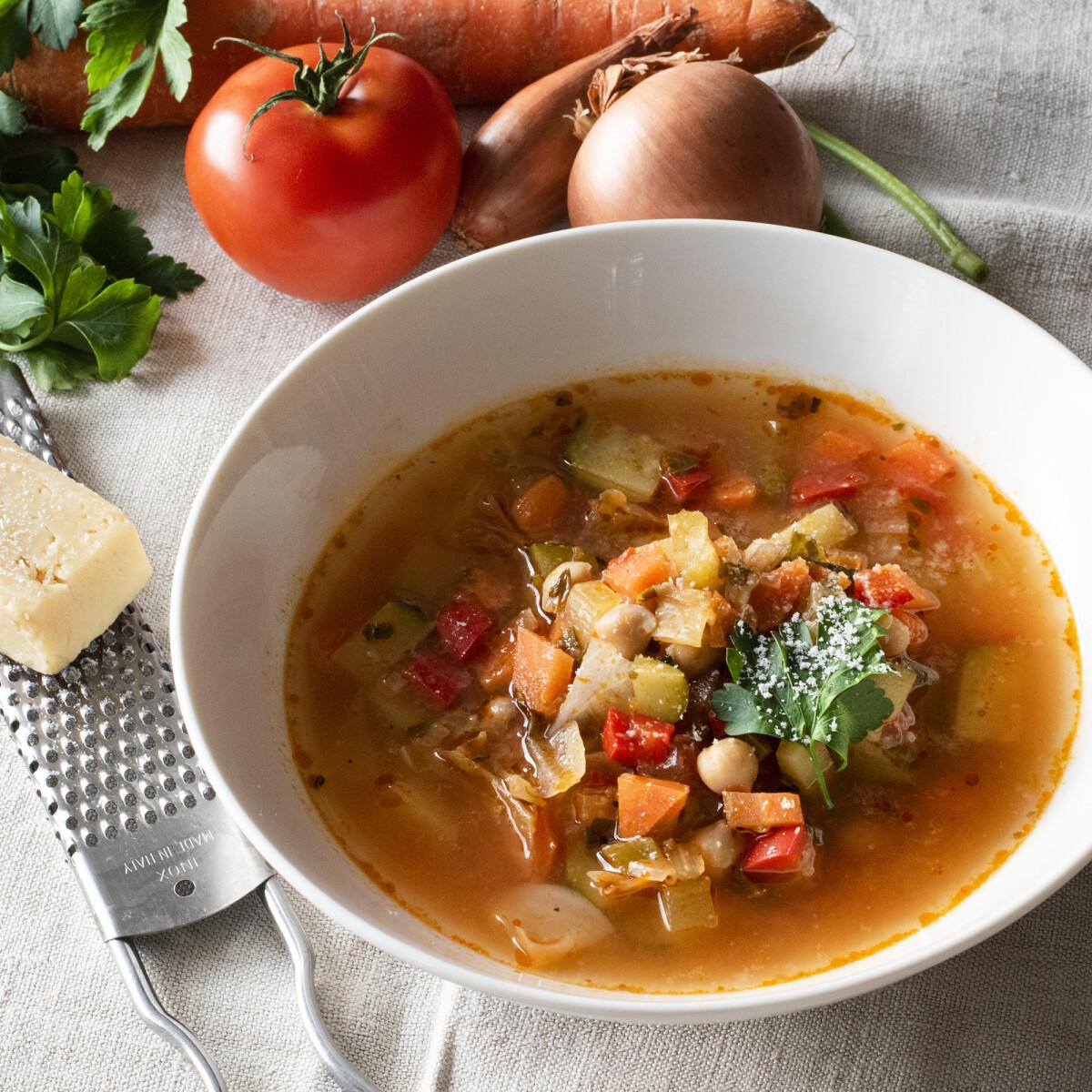 Ezen a képen: Csicseriborsós minestrone