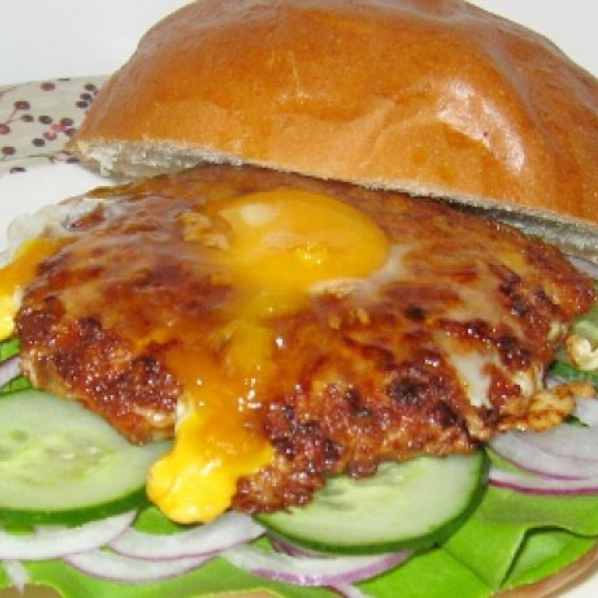 Ezen a képen: Tojásos hamburger