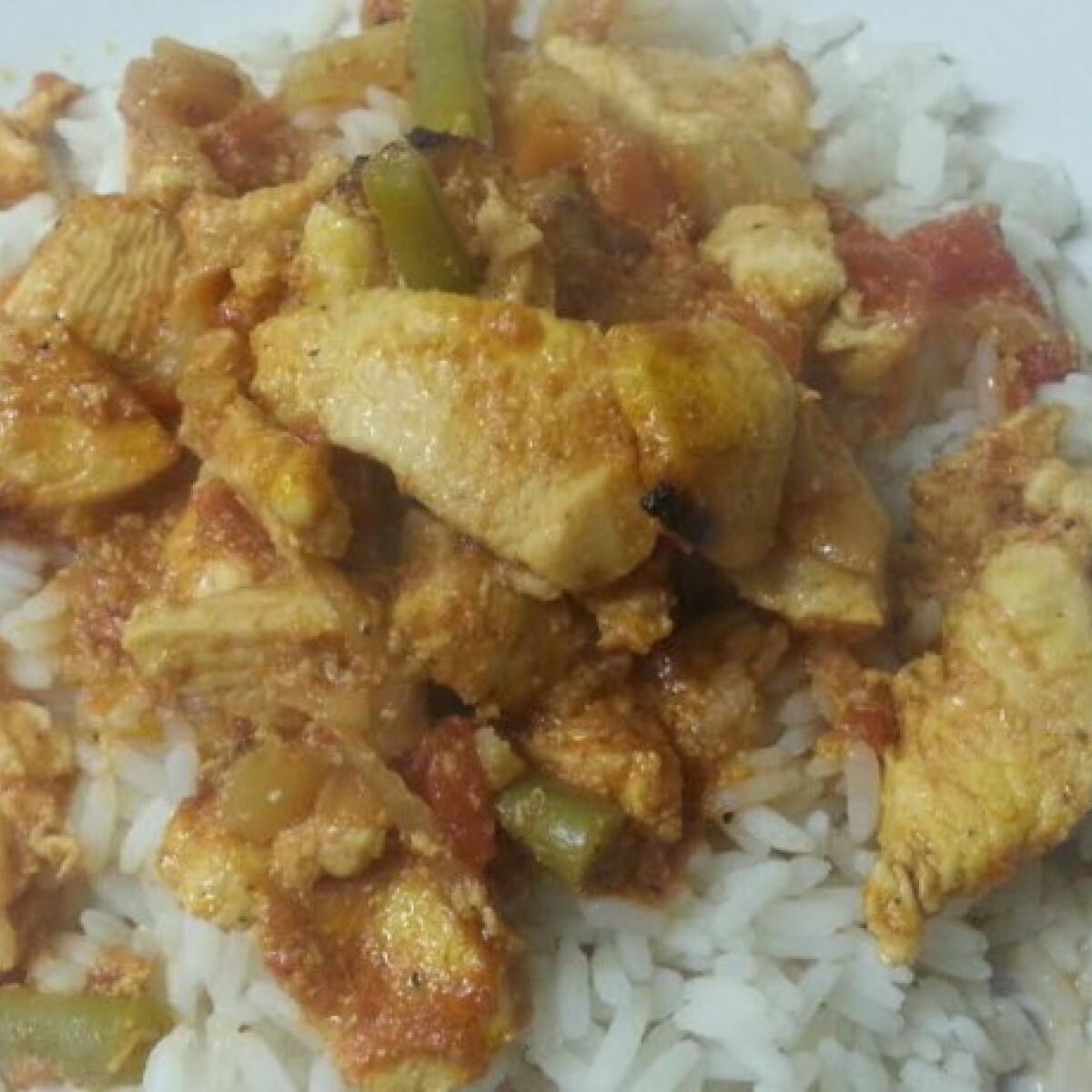 Ezen a képen: Csirke curry joghurttal