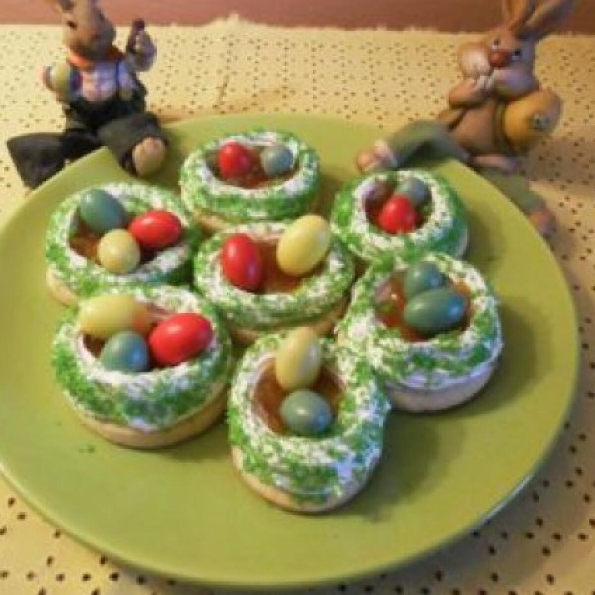 Ezen a képen: Húsvéti habos tojásfészek