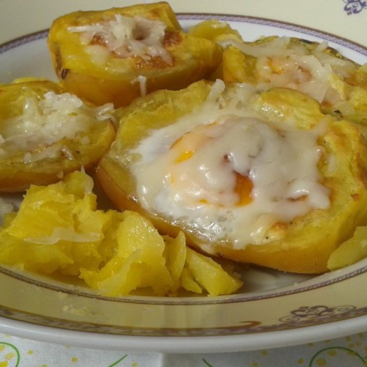 Ezen a képen: Krumpliban sült tojás