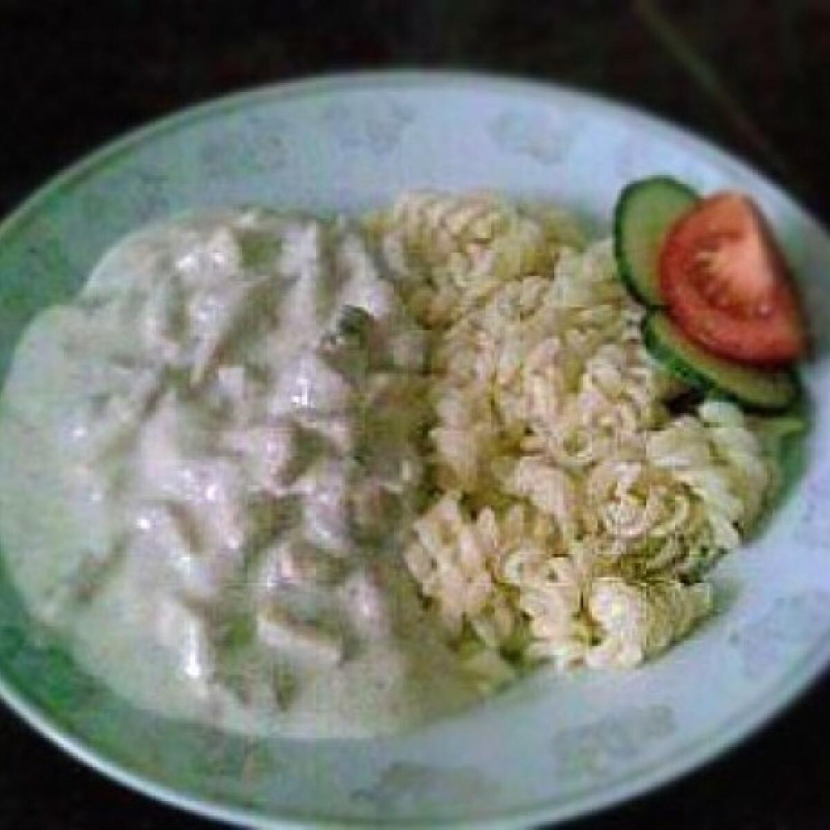 Ezen a képen: Gombás-tejszínes sertésragu