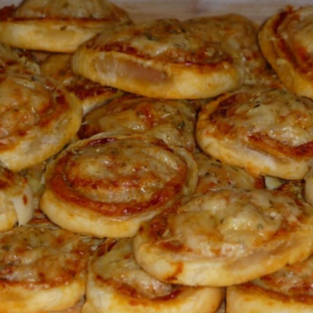 Ezen a képen: Mini leveles pizzás csigák