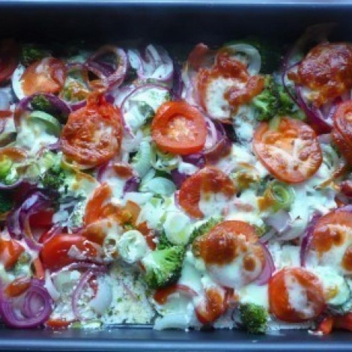 Ezen a képen: Sajtos rakott zöldségek háromféle hagymával