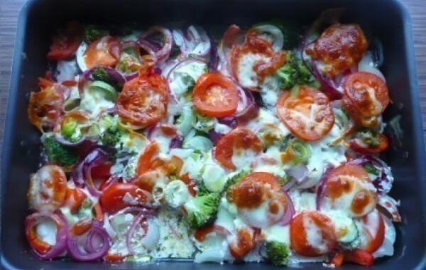 Sajtos rakott zöldségek háromféle hagymával