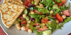 Rukkolás-paradicsomos-csicseriborsó-saláta