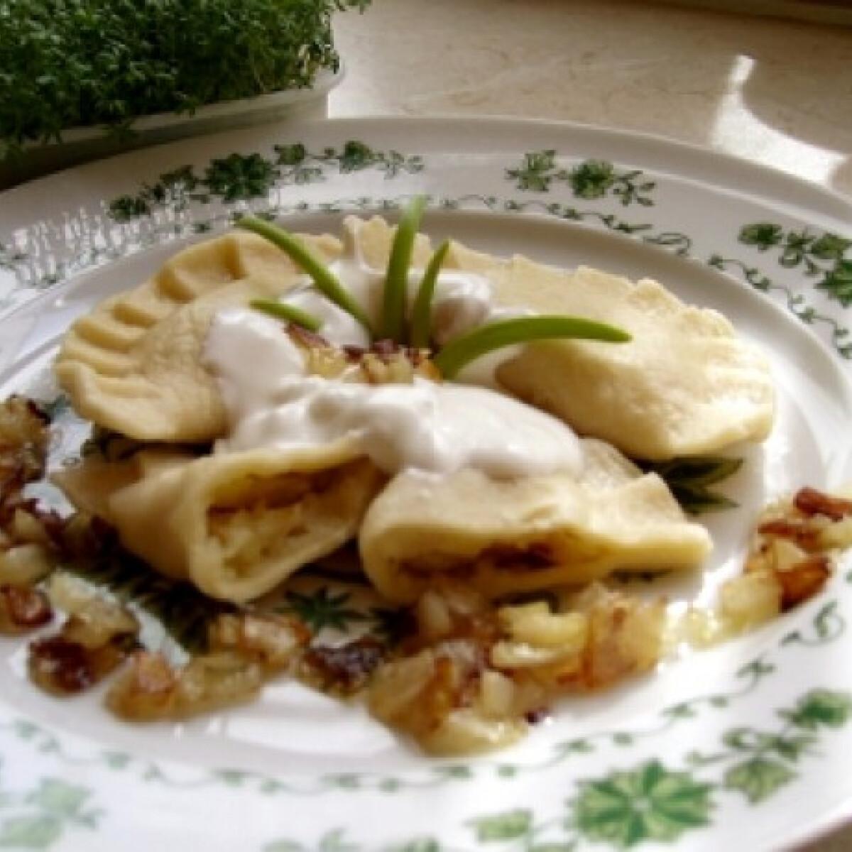 Ezen a képen: Varenyiki krumplis derelye