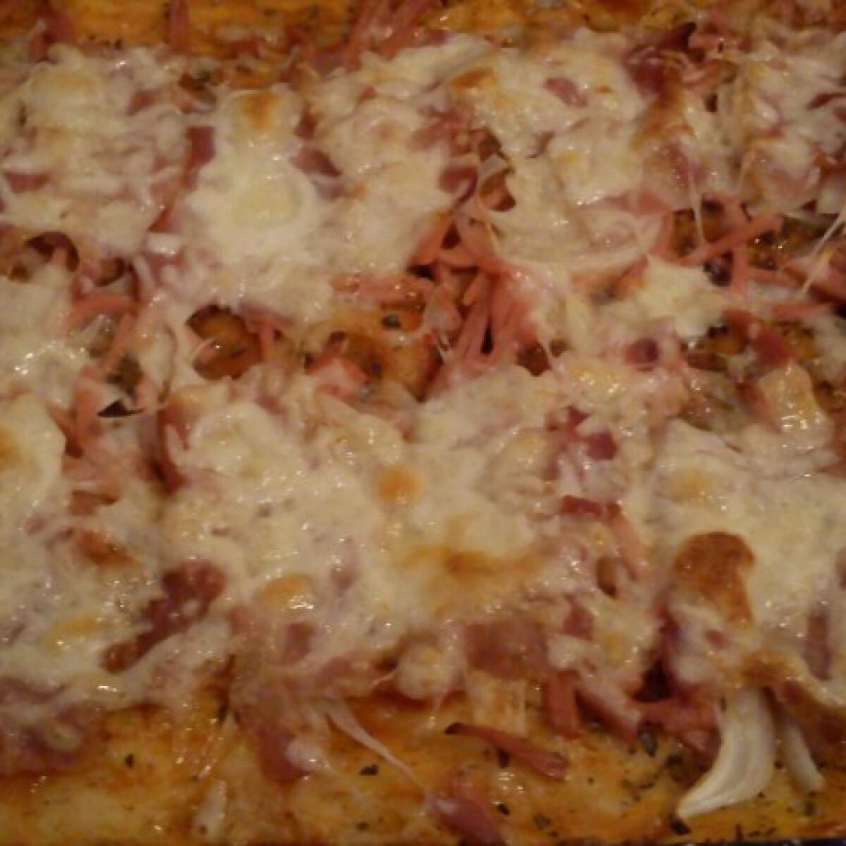 Ezen a képen: Sonkás baconös pizza