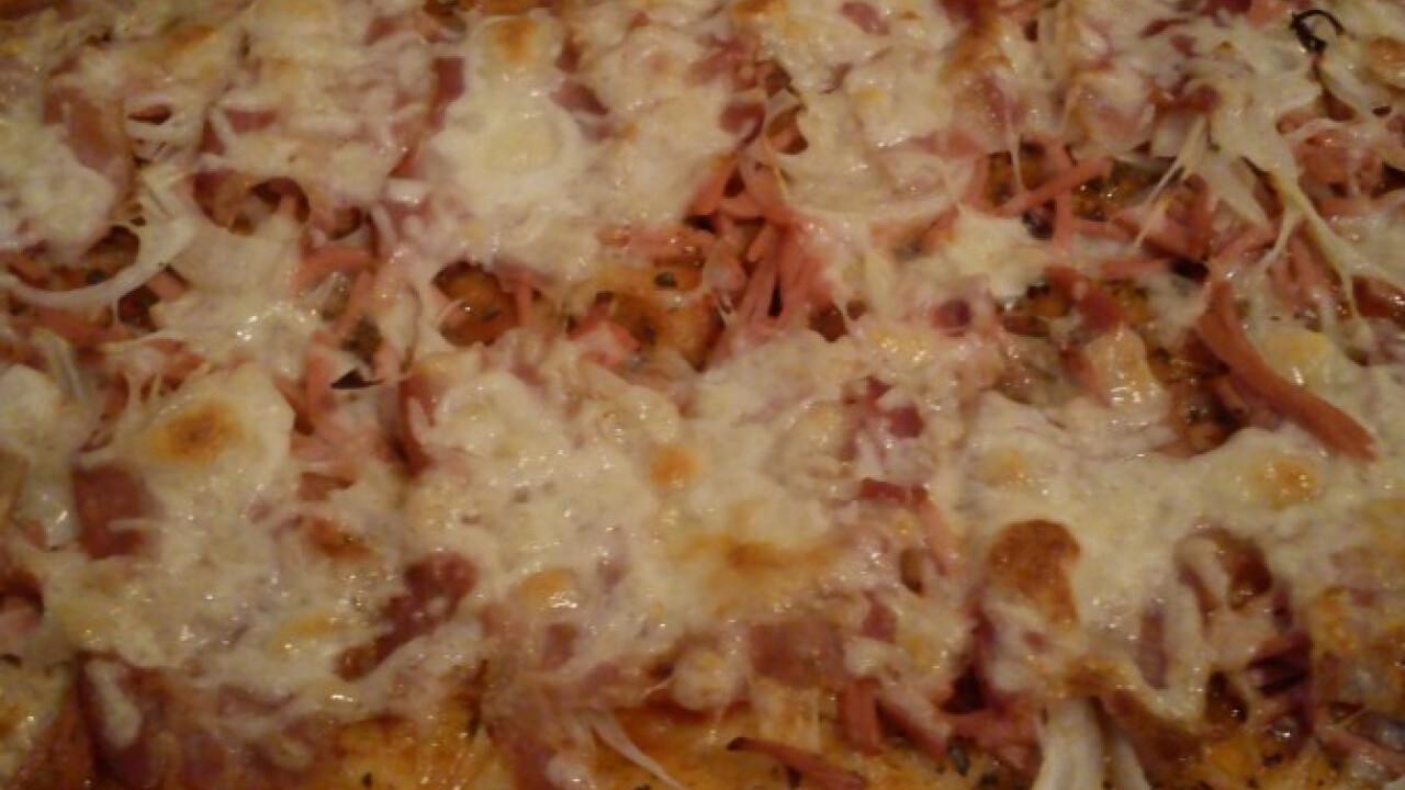Sonkás baconös pizza