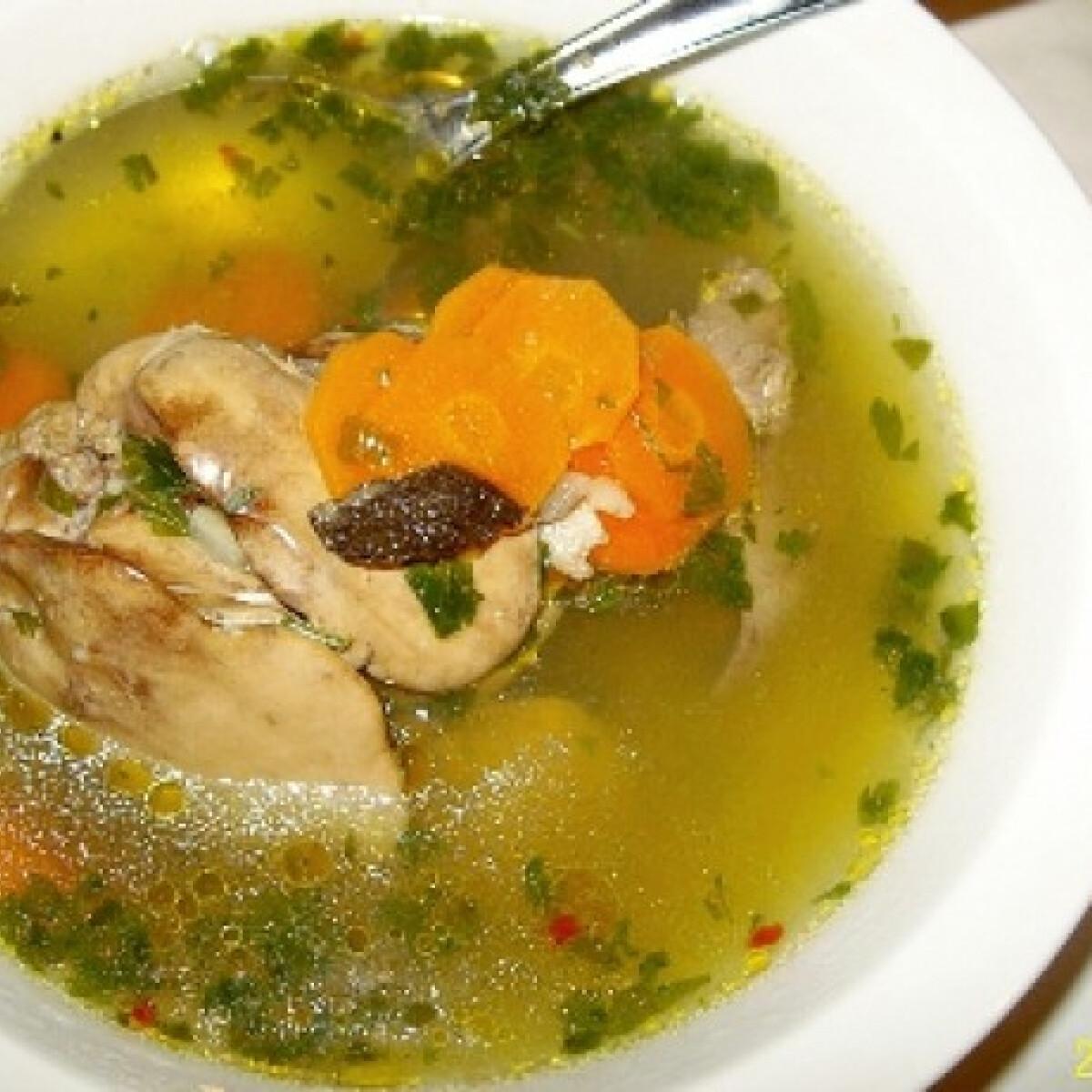 Ezen a képen: Zöldségleves csirkemájjal