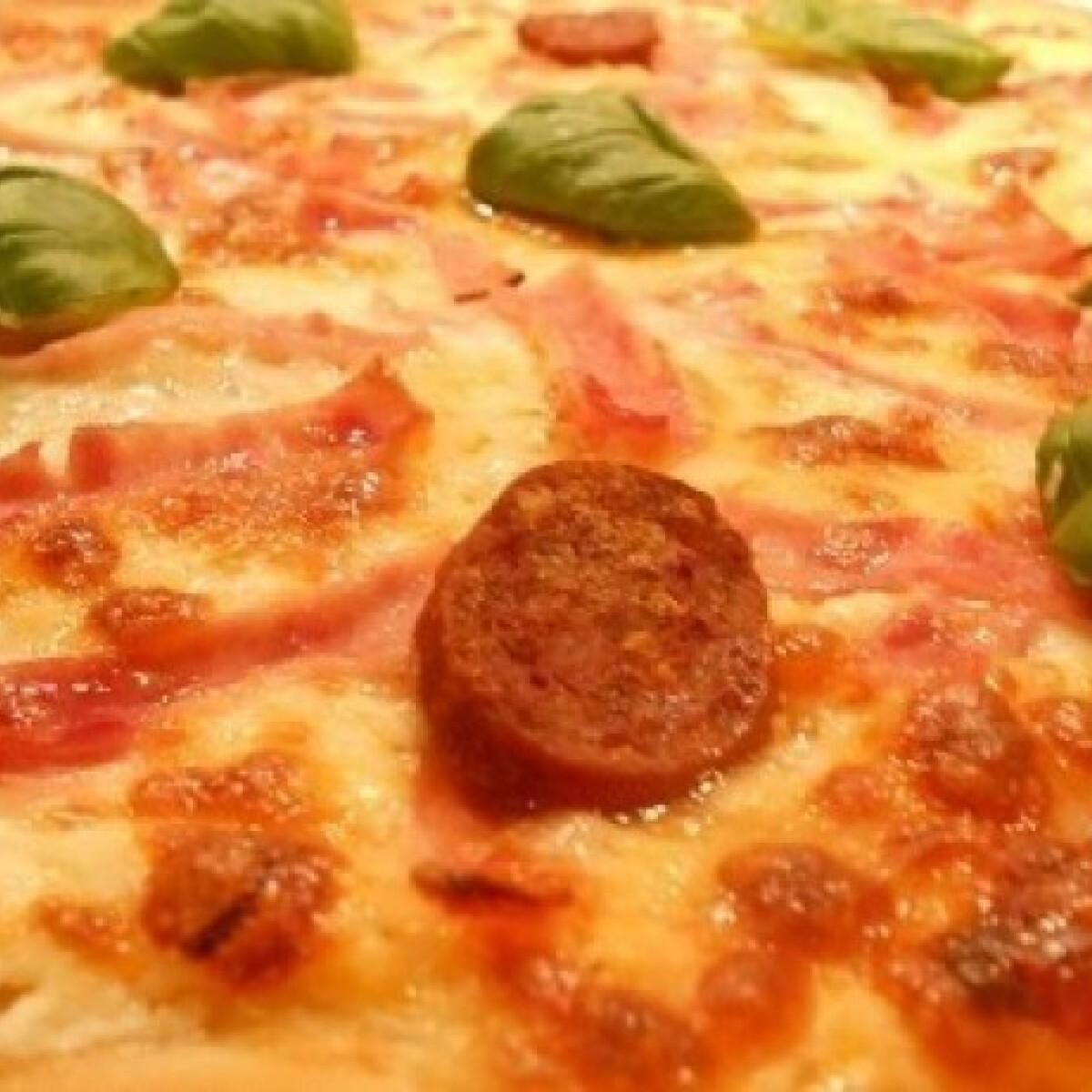 Ezen a képen: Pizza Otthon :) - Pizza 16.