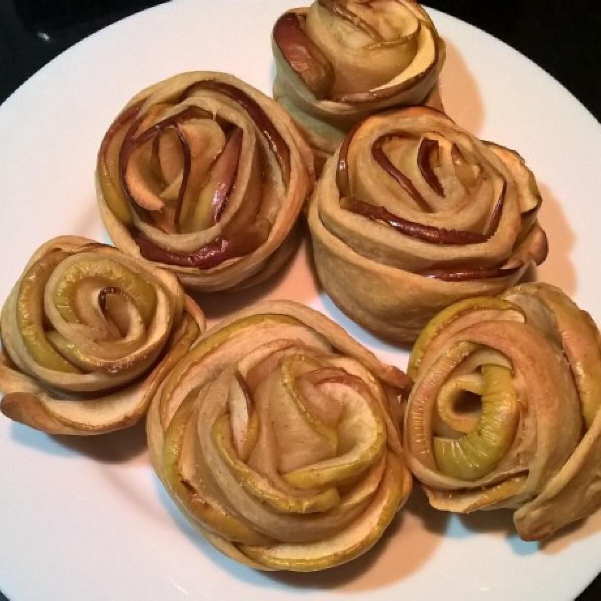 Ezen a képen: Almarózsa picizsuzsi konyhájából