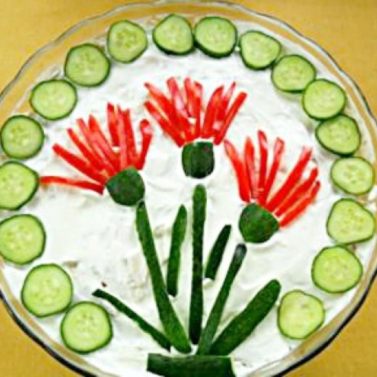 Ezen a képen: Burgonyás-sonkás-tojásos saláta