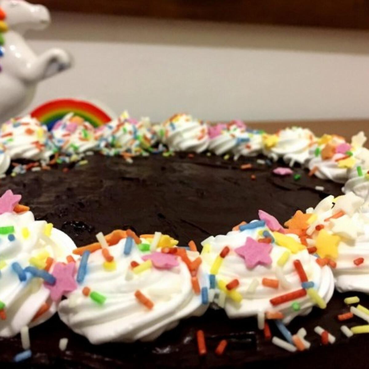 Ezen a képen: Egyszerű csokitorta Júlia konyhájából