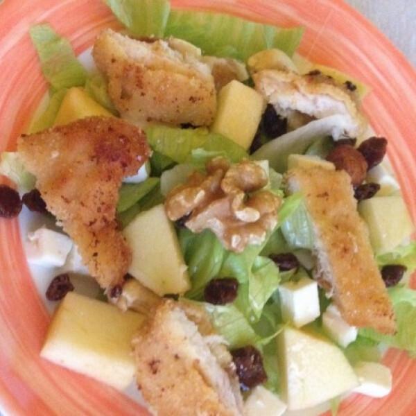 Almás-fetás saláta