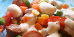 Gyors nyári virslisaláta zöldségekkel