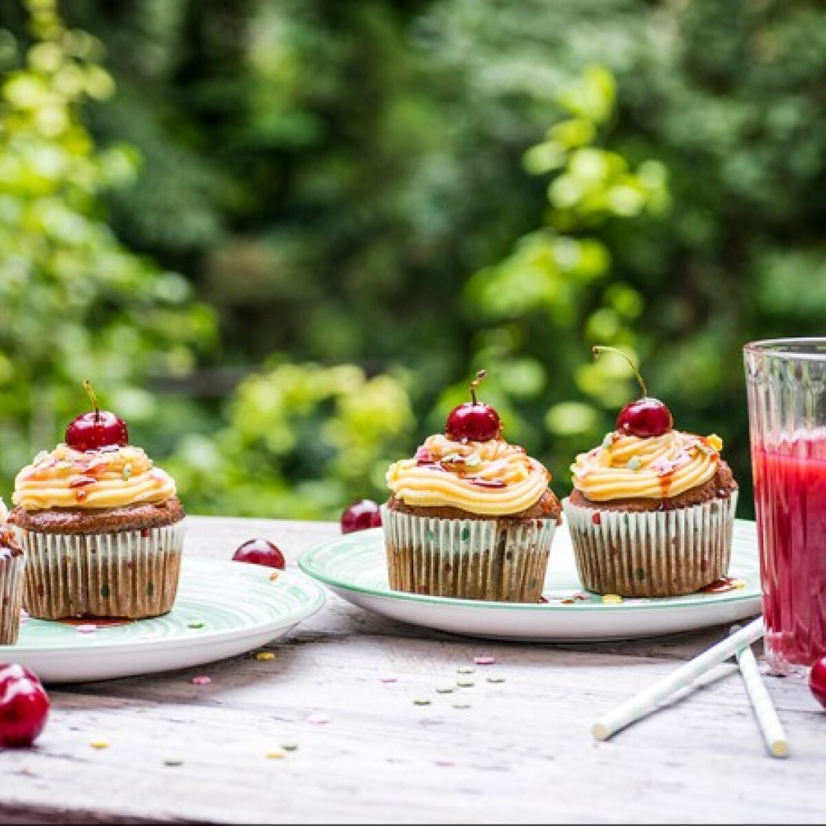 Meggyhabos muffin