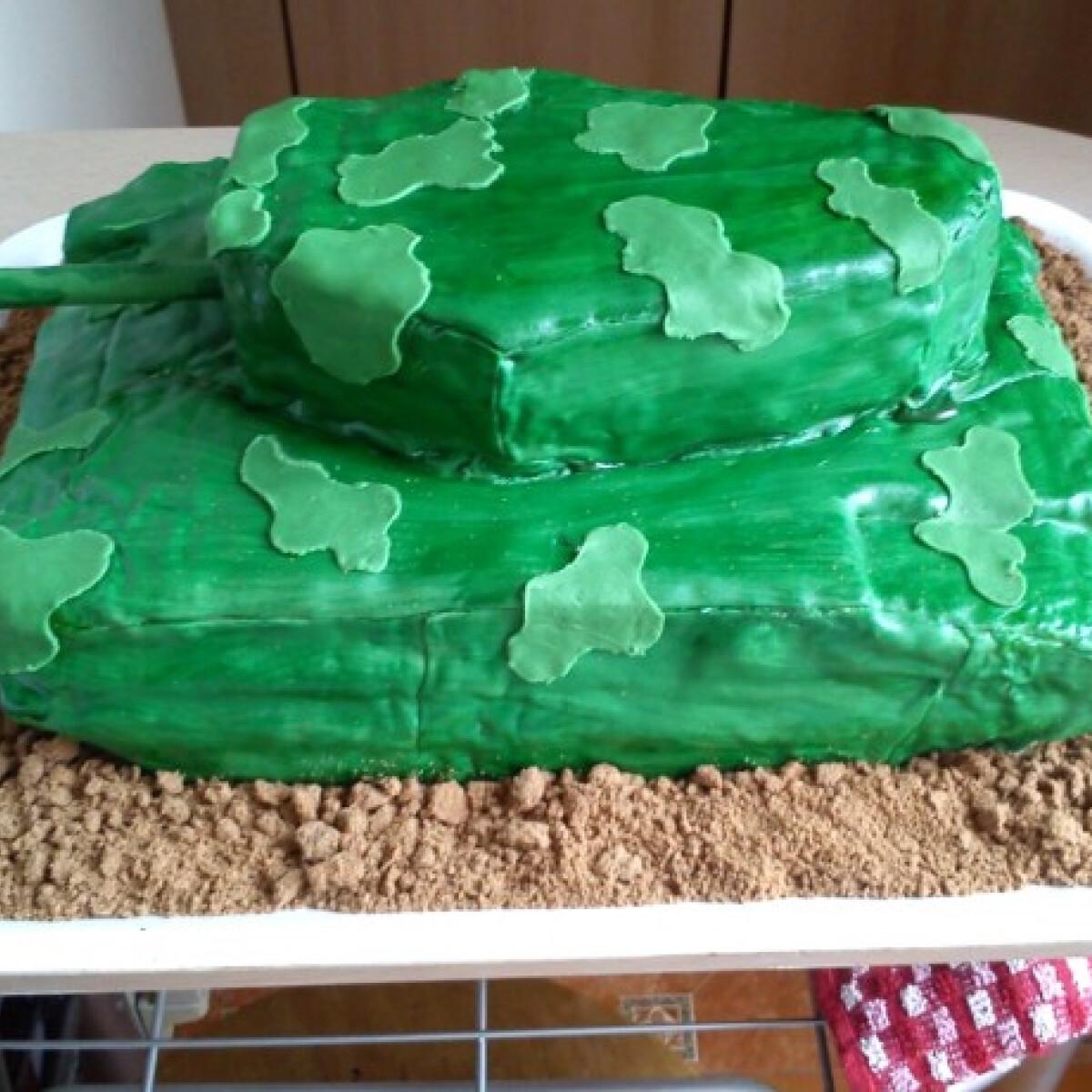 Tank alakú torta